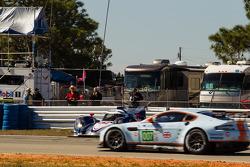 Spin for #16 Dyson Racing Team Lola B12/60 Mazda: Chris Dyson, Guy Smith, Butch Leitzinger