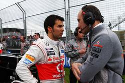 Sergio Perez, McLaren with Phil Prew, McLaren Race Engineer on the grid