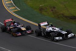 Valtteri Bottas, Williams FW35 leads Daniel Ricciardo, Scuderia Toro Rosso STR8