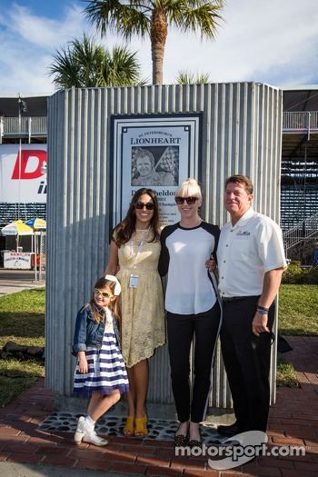 Dan Wheldon Memorial and Victory Circle unveiling ceremony: Susie Wheldon and friends pose with the Dan Wheldon Memorial