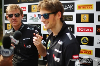 Andy Stobart, Lotus F1 Team Press Officer with Romain Grosjean, Lotus F1 Team