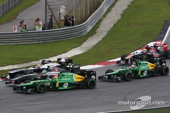 Giedo van der Garde, Caterham CT03 Esteban Gutierrez, Sauber C32 and Pastor Maldonado, Williams FW35 battle at the start of the race