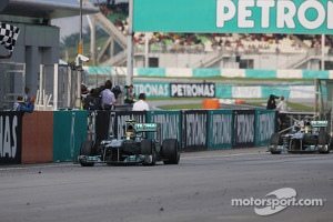 Third placed Lewis Hamilton, Mercedes AMG F1 W04 finishes ahead of team mate Nico Rosberg, Mercedes AMG F1 W04