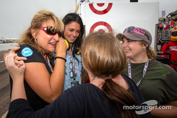 Kirsten Dee, girlfriend of James Hinchcliffe, celebrate victory with Holly Wheldon, James' mom Arlene Hinchcliffe, James' sister Rebecca Hinchcliffe