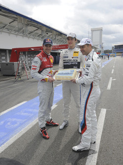 Jamie Green, Audi Sport Team Abt Sportsline Christian Vietoris, Team HWA, Andy Priaulx, BMW Team RMG, holding birthday cake