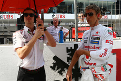 Jenson Button, McLaren and Mike Collier, Personal Trainer on the grid