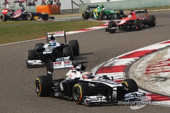 Pastor Maldonado, Williams FW35 leads team mate Valtteri Bottas, Williams FW35