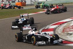Pastor Maldonado, Williams FW35 leads team mate Valtteri Bottas, Williams FW35