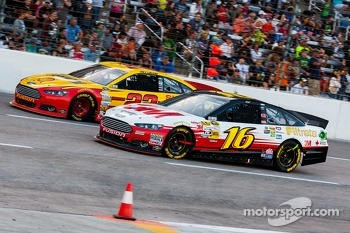 Greg Biffle, Roush Fenway Racing Ford and Joey Logano, Penske Racing Ford