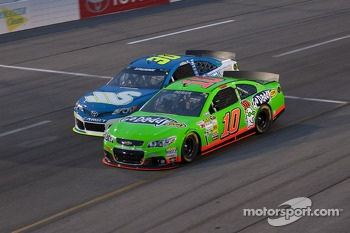 Danica Patrick, Stewart-Haas Racing Chevrolet and David Stremme, Swan Racing Toyota