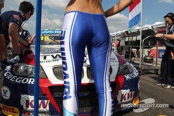 Tom Coronel, BMW E90 320 TC, ROAL Motorsport  and Grid Girl