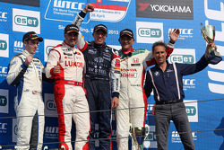 Podium: race winner Tom Coronel, second place Yvan Muller, third place Gabriele Tarquini