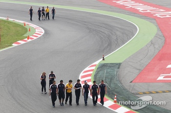 Pastor Maldonado, Williams walks the circuit
