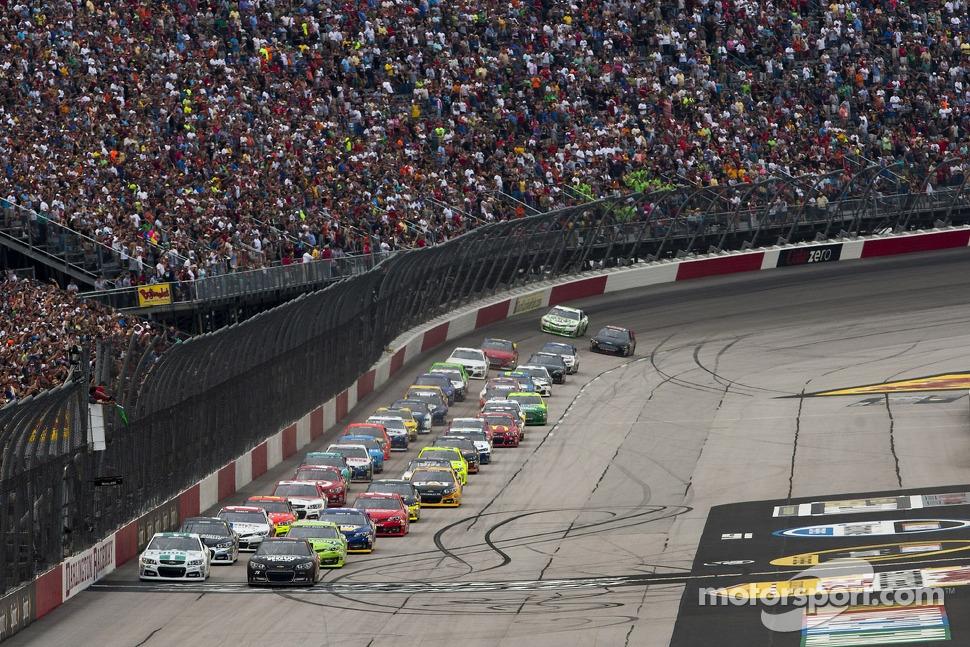 Start: Kurt Busch, Furniture Row Racing Chevrolet leads