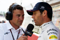 Will Buxton, NBS Sports Network TV Presenter with Mark Webber, Red Bull Racing on the grid