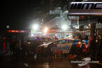Heavy rain falls on pitlane