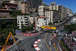 Mark Webber, Red Bull Racing RB9 leads Lewis Hamilton, Mercedes AMG F1 W04 and Kimi Raikkonen, Lotus F1 E21