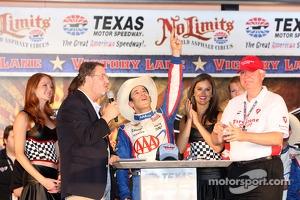 Race winner Helio Castroneves, Team Penske Chevrolet celebrates