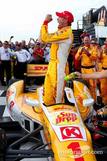 Race winner Ryan Hunter-Reay, Andretti Autosport Chevrolet