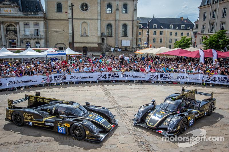 #31 Lotus Praga LMP2 Lotus T128, #32 Lotus Praga LMP2 Lotus T128