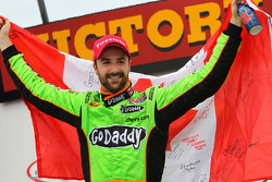 Race winner James Hinchcliffe, Andretti Autosport Chevrolet celebrates