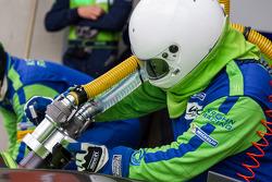 Krohn pit crew refueling