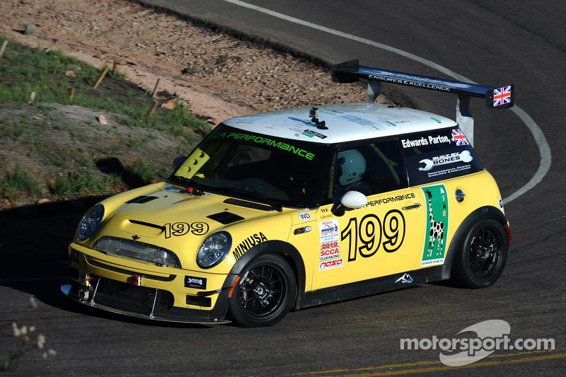 #199 Mini Cooper S: John Edwards-Parton