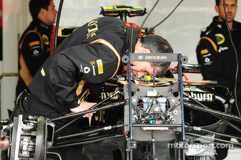 Lotus F1 E21 of Romain Grosjean, Lotus F1 Team is prepared in the pits.