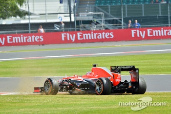 Max Chilton, Marussia F1 Team MR02 spins in the third practice session