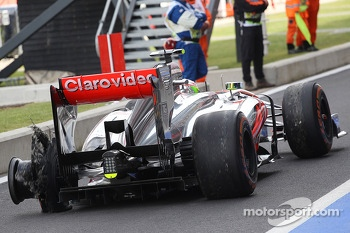 Sergio Perez, McLaren MP4-28 returns to the pits with a rear tyre puncture in the third practice session