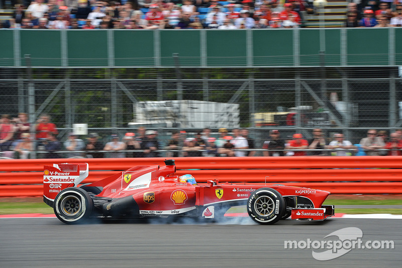 Fernando Alonso, Ferrari F138 locks up under braking