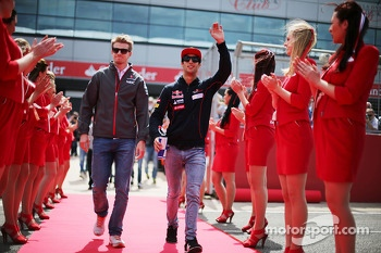 Nico Hulkenberg, Sauber with Daniel Ricciardo, Scuderia Toro Rosso on the drivers parade