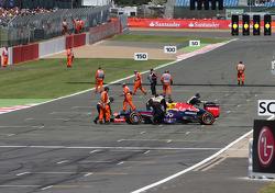 Sebastian Vettel, Red Bull Racing stopped on track