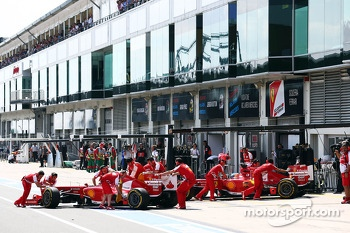 Felipe Massa, Ferrari F138 and Fernando Alonso, Ferrari F138 in the pits