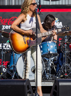 Pre-race concert with Sheryl Crow