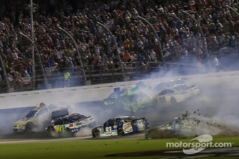 Crash for Kyle Busch, Danica Patrick, Ryan Newman, Greg Biffle and Dave Blaney