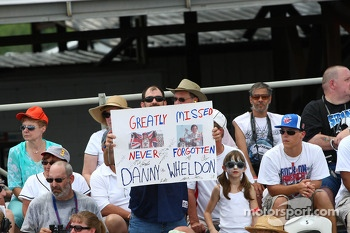Fans remember Dan Wheldon