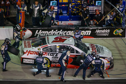 Pit stop for Kasey Kahne, Hendrick Motorsports Chevrolet