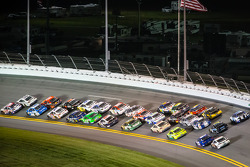 Kevin Harvick, Richard Childress Racing Chevrolet and Jimmie Johnson, Hendrick Motorsports Chevrolet lead the field