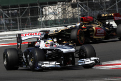 Pastor Maldonado, Williams FW35 leads Davide Valsecchi, Lotus F1 E21 Third Driver