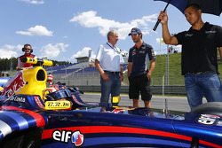 Helmut Marko and Jean-Eric Vergne, Red Bull Racing