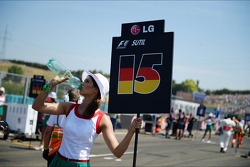 A grid girl keeps cool on the grid