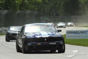 #158 Dempsey/Miller Racing Mustang Boss 302R GT: Ian James, Roger Miller
