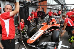 Max Chilton, Marussia F1 Team MR02 practices pit stops with the team