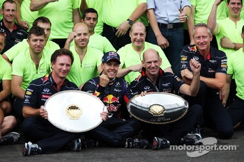Race winner Sebastian Vettel, Red Bull Racing celebrates with Christian Horner, Red Bull Racing Team Principal, Adrian Newey, Red Bull Racing Chief Technical Officer and the team