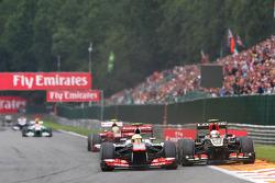 Sergio Perez, McLaren and Romain Grosjean, Lotus F1 battle for position