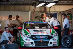 Honda Civic WTCC in the garage