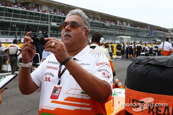 Dr. Vijay Mallya, Sahara Force India F1 Team Owner on the grid