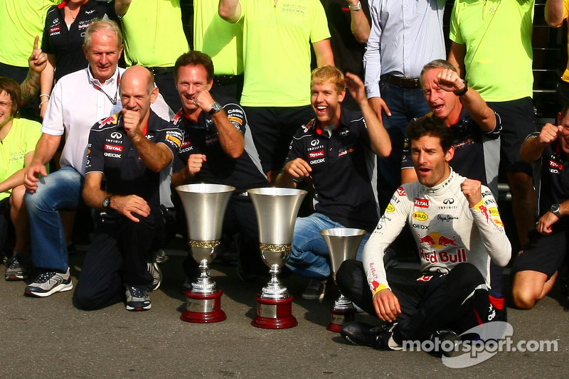 Sebastian Vettel and Mark Webber celebrate with the team