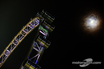 The Singapore Flyer and the moon